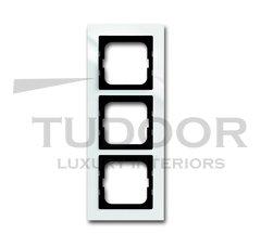 Рамка тройная, для горизонтального/вертикального монтажа, пластик белый глянцевый