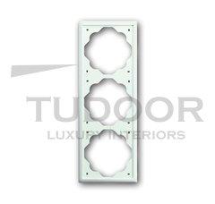 Рамка тройная, для горизонтального/вертикального монтажа, белый бархат